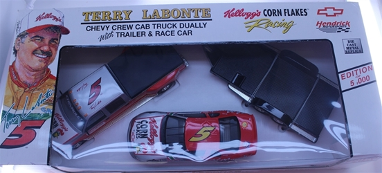 Terry Labonte 1996 Kelloggs Corn Flakes Chevy Truck Dually with Trailer and 1:24 Nascar Diecast Terry Labonte 1996 Kelloggs Corn Flakes Chevy Truck Dually with Trailer and 1:24 Nascar Diecast